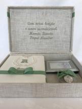 caixa com biblia agua benta e porta retrato